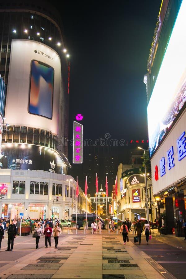 GUANGZHOU, CHINE - 2 JANVIER 2018 : Piéton Stre de route de Pékin photos libres de droits