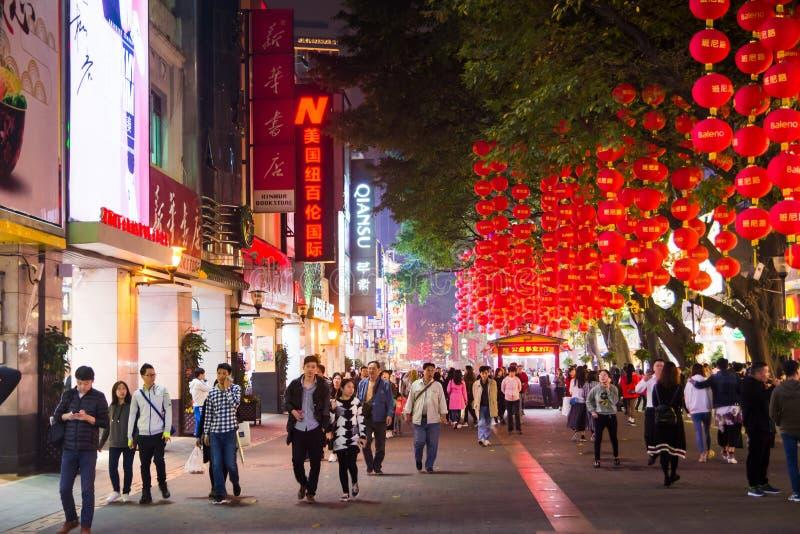 GUANGZHOU, CHINE - 2 JANVIER 2018 : Piéton Stre de route de Pékin image libre de droits