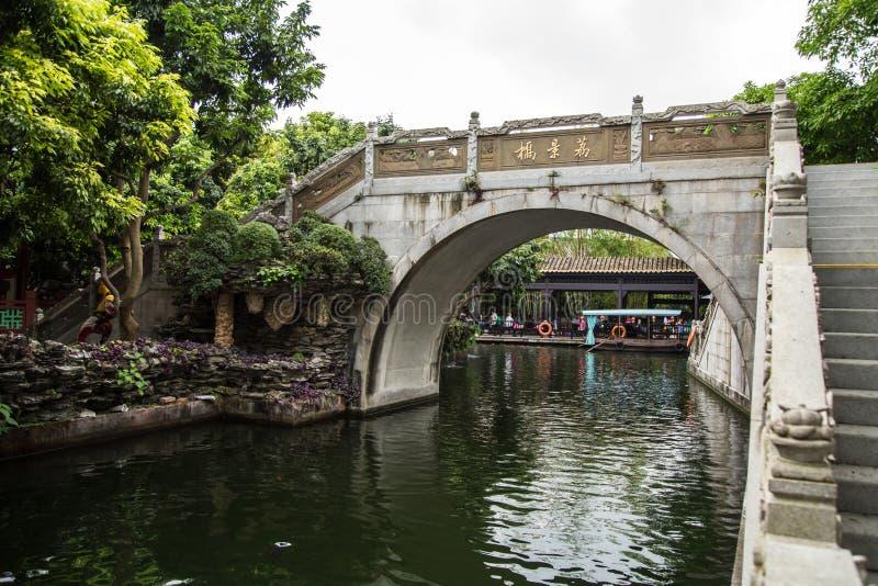 Guangzhou Guangdong, Kina parkerar berömda turist- dragningar i färgpulvret, broar för en sten Ming Dynasty för arkitektonisk sti arkivbild