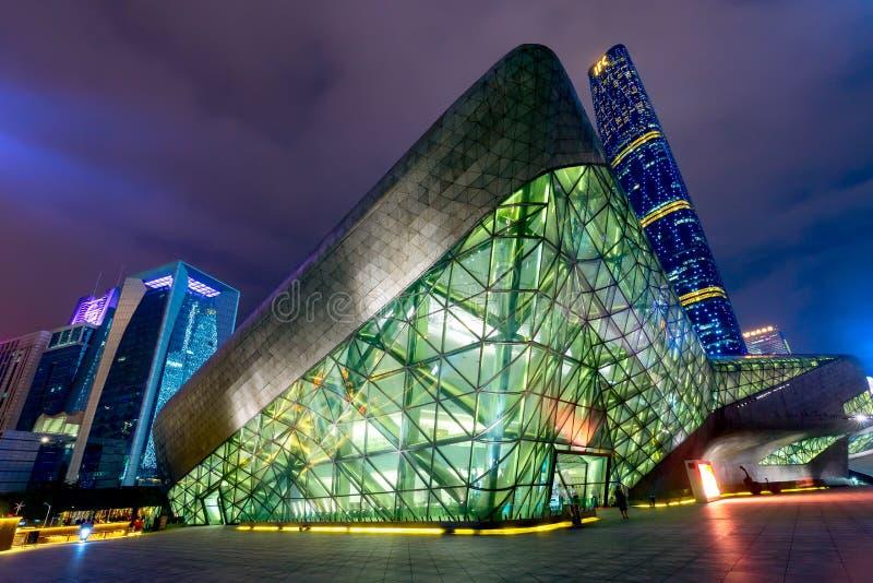 Guangzhou Kina - Maj, 2019: Landskap för Guangzhou operahusnatt Planlagt av den berömda arkitekten Zaha Hadid royaltyfri fotografi