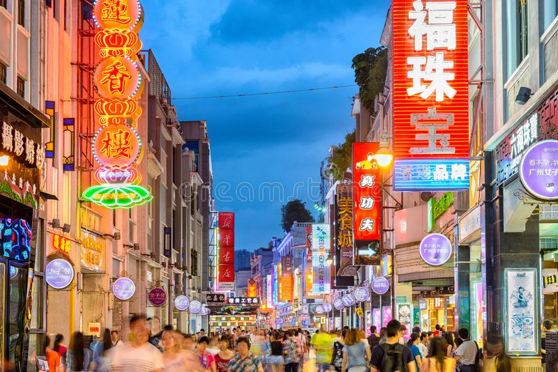 Guangzhou Kina shoppinggata royaltyfri bild