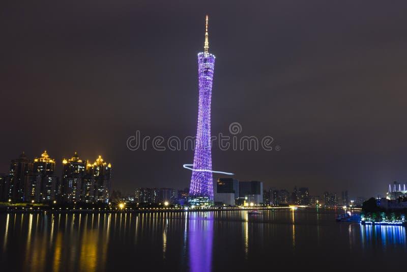 Guangzhou-Kontrollturm nachts lizenzfreie stockbilder