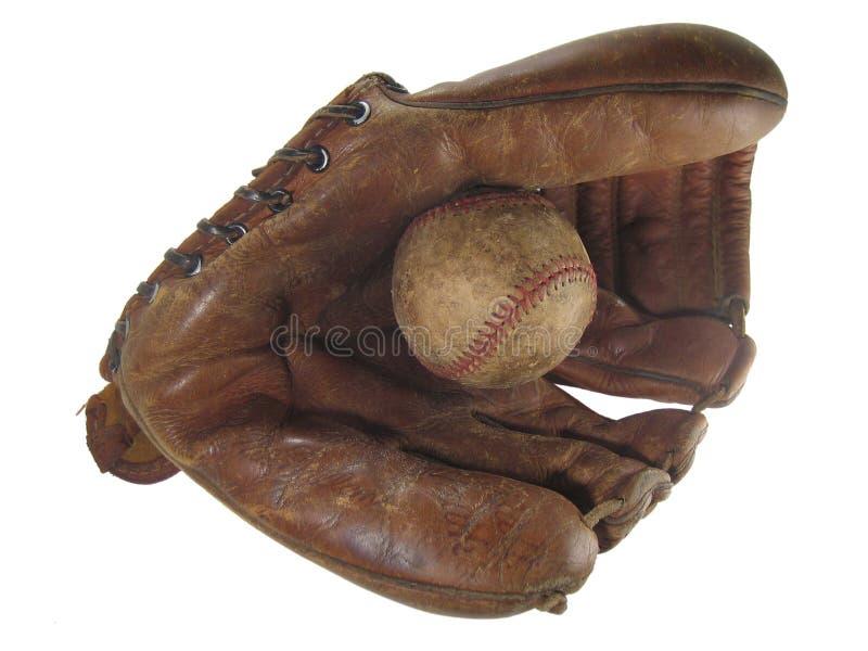 Guante y bola viejos de béisbol fotos de archivo