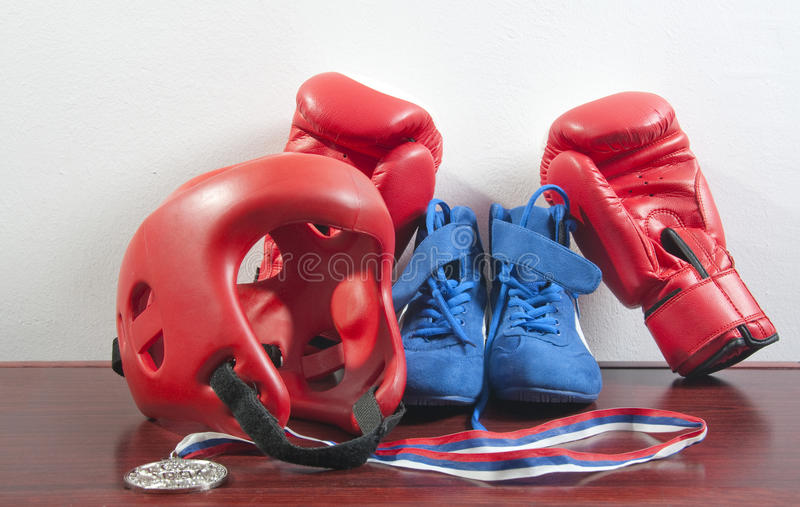 Guantes, casco y zapatos foto de archivo