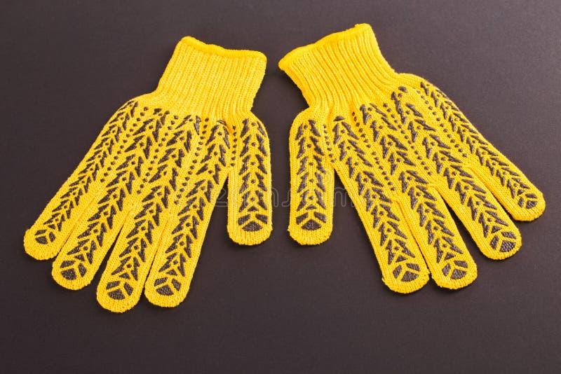 Guantes protectores amarillos foto de archivo