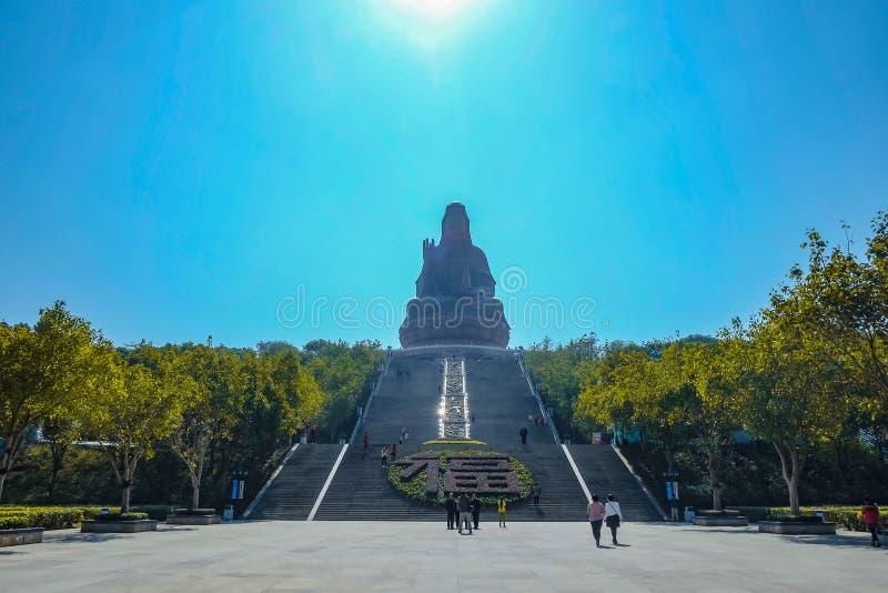 Guanyin держателя Xiqiao с unacquainted туристом Фарфор города Foshan стоковое изображение