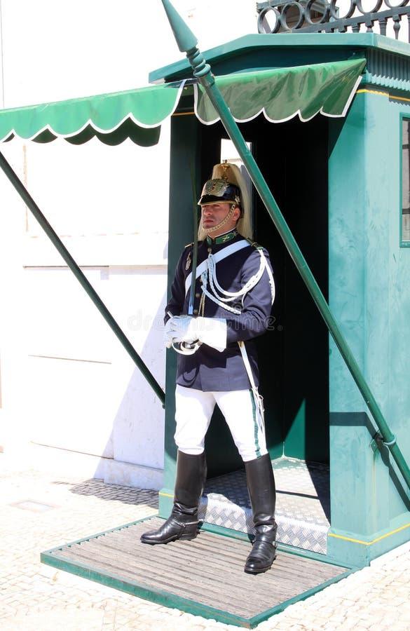 guard lisbon nära presidents- republikan för slott arkivbilder