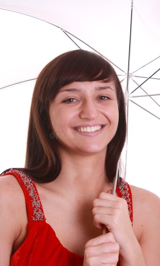 Guarda-chuva de sorriso novo da terra arrendada da menina. imagens de stock
