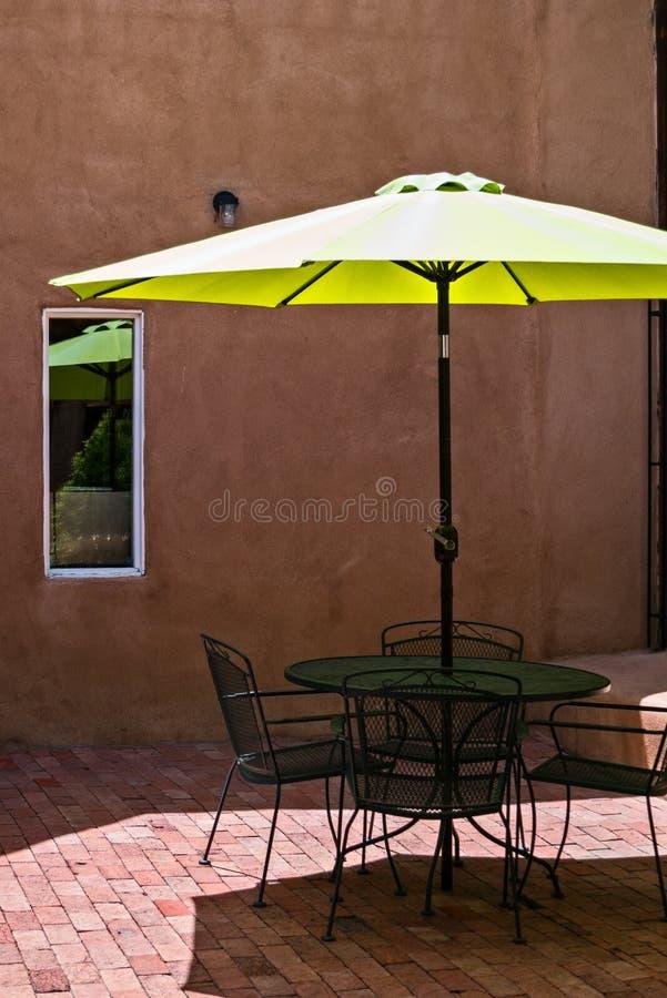 Guarda-chuva do pátio imagens de stock royalty free