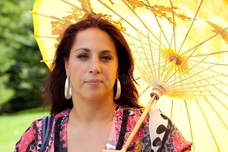 Guarda-chuva do whith da mulher fotos de stock royalty free