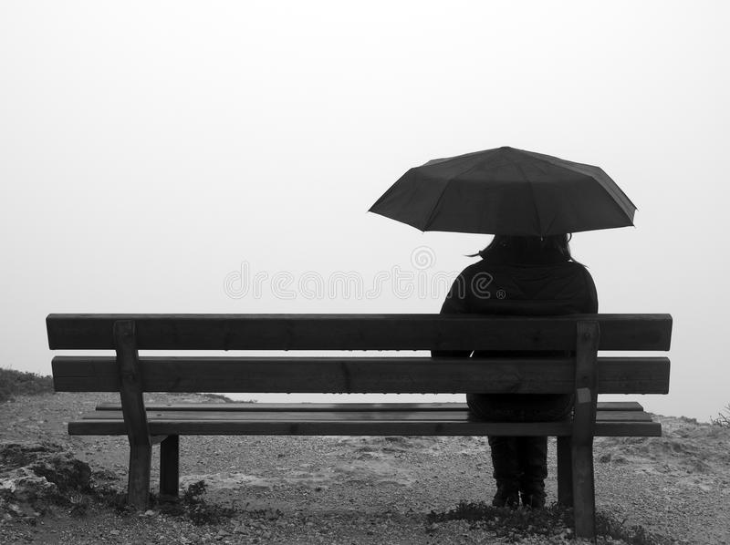 Guarda-chuva e banco fotos de stock