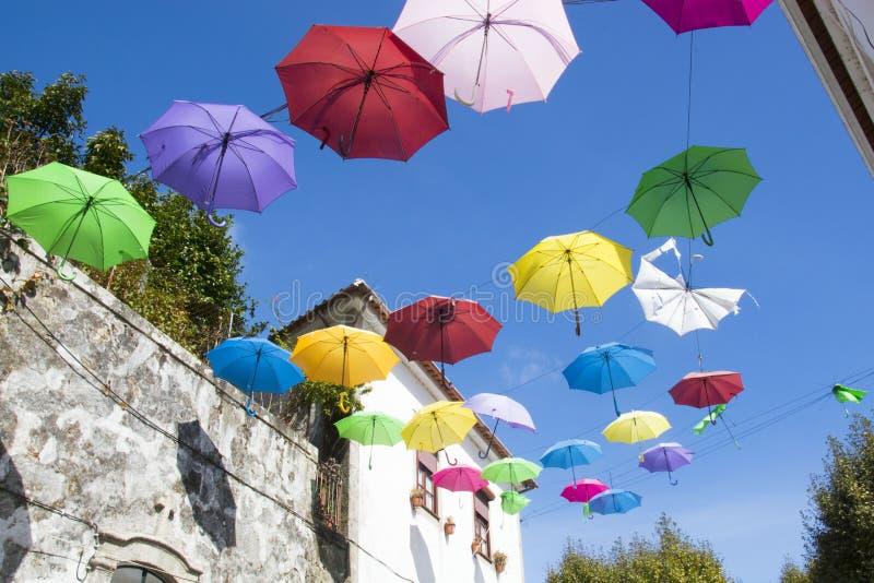 Guarda-chuvas em Vila Nova de Cerveira, Portugal imagem de stock