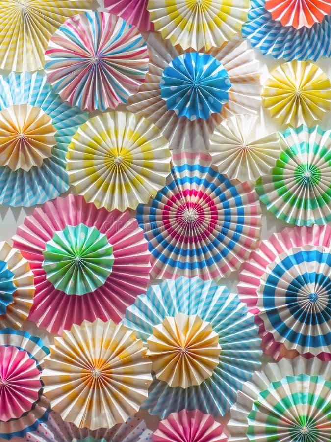 Guarda-chuvas para o fundo colorido brilhante do fundo dos cocktail foto de stock royalty free
