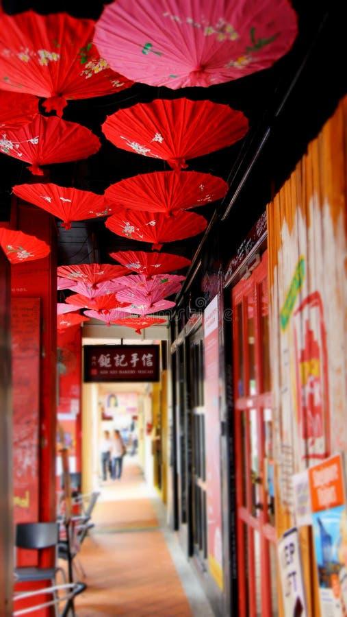 Guarda-chuvas vermelhos fotografia de stock royalty free