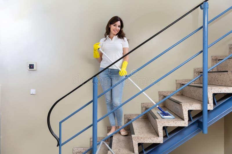 Guarda de servi?o Cleaning Staircase fotos de stock