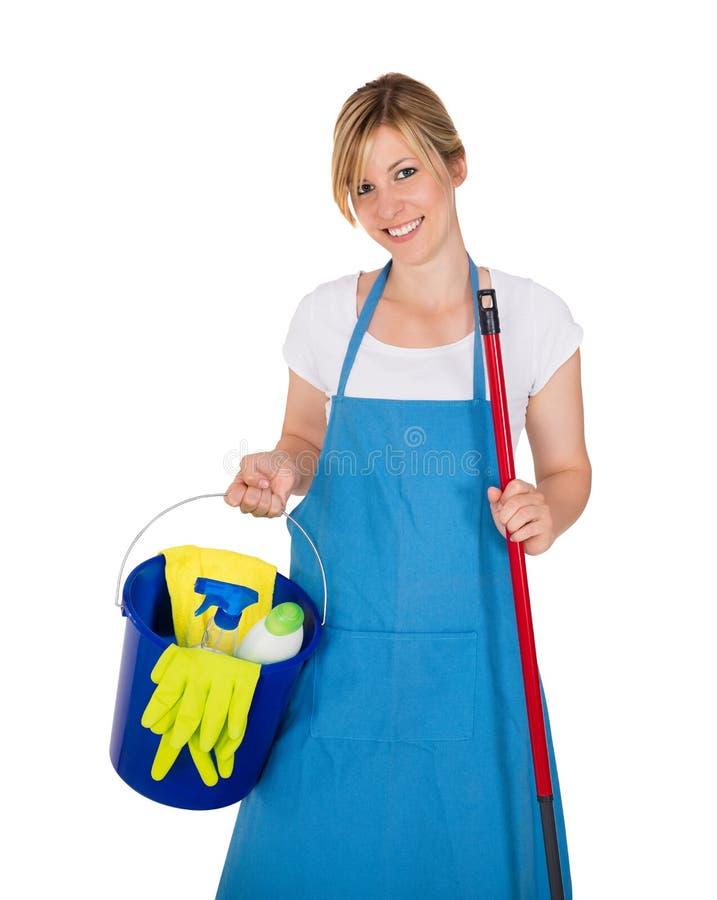 Guarda de serviço fêmea feliz novo With Cleaning Equipments imagens de stock
