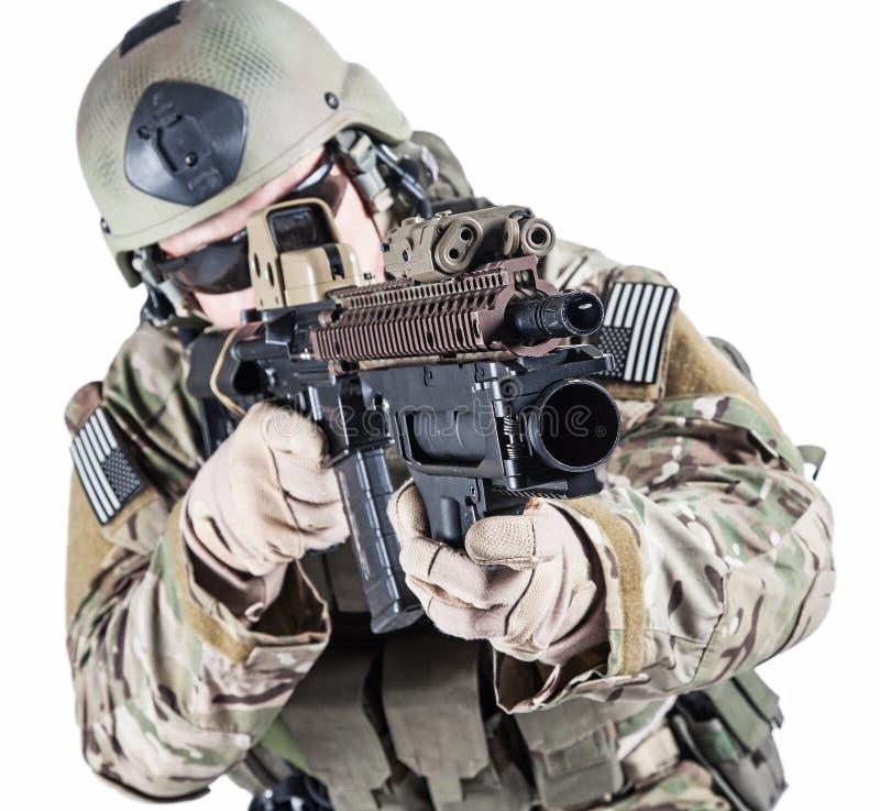 Guarda florestal do exército de Estados Unidos com lançador de granadas fotografia de stock