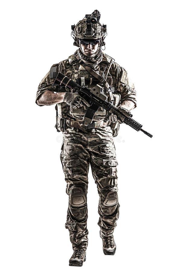 Guarda florestal do exército dos EUA com arma foto de stock