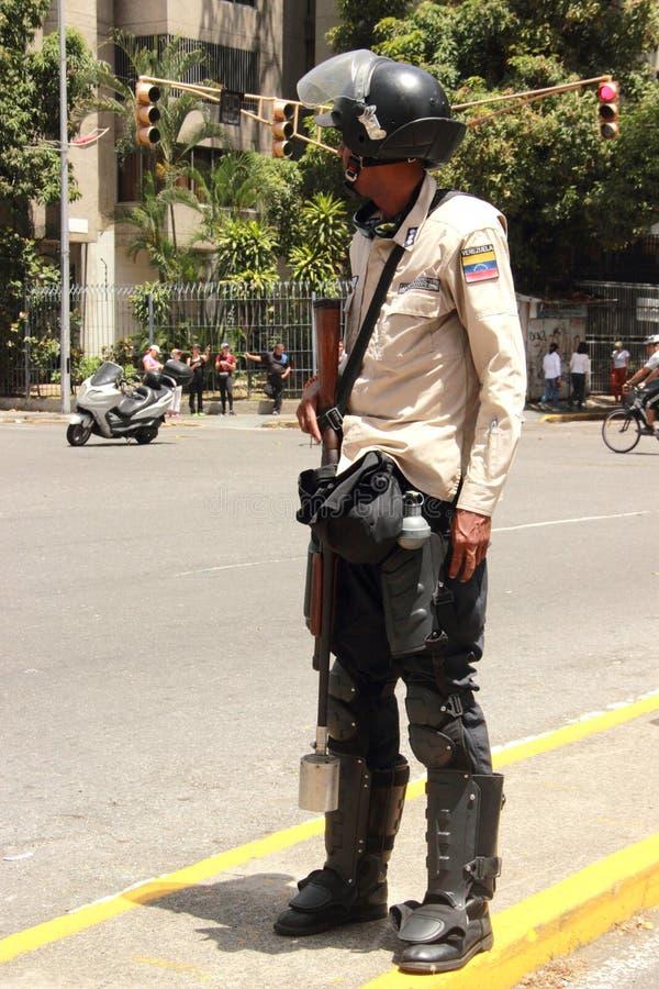 A guarda nacional armou-se durante um protesto em Caracas, Venzuela imagem de stock