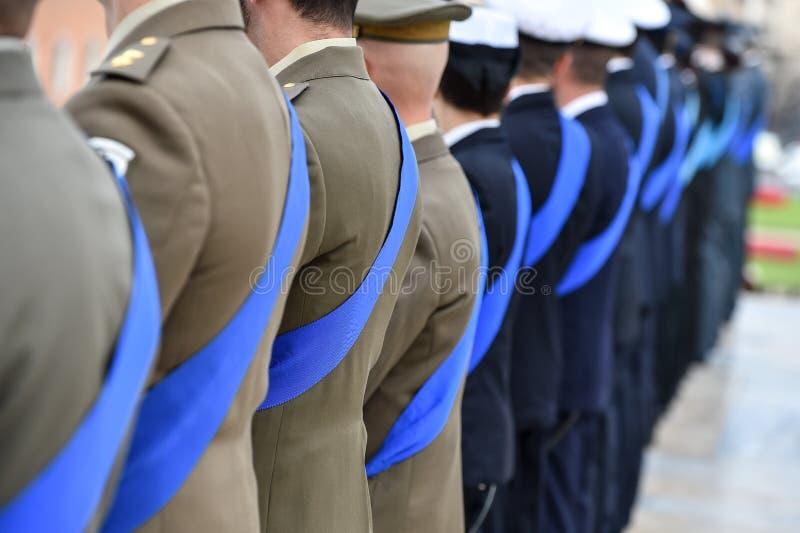 Guarda nacional italiana da honra durante uma cerimônia bem-vinda fotos de stock