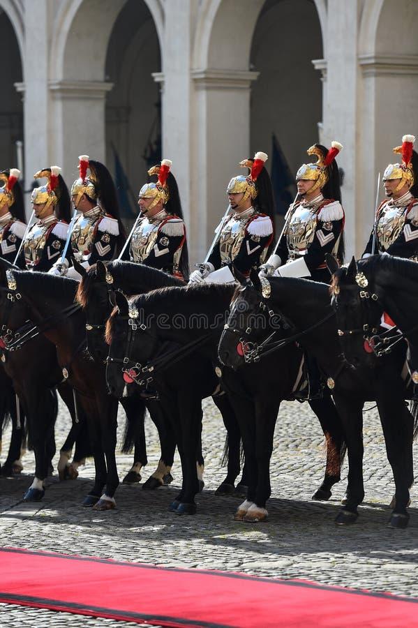 Guarda nacional italiana da honra durante uma cerimônia bem-vinda no palácio de Quirinale fotografia de stock