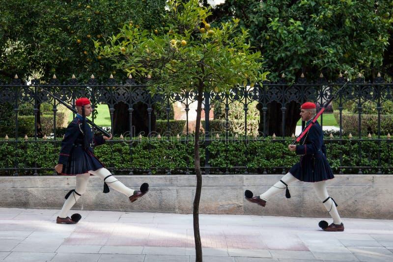Guarda presidencial grega, Evzones, desfilando na frente do palácio presidencial grego fotos de stock