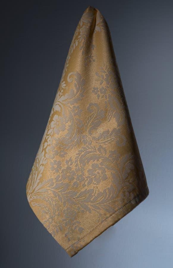 guardanapo amarelo decorado no arabesque imagem de stock