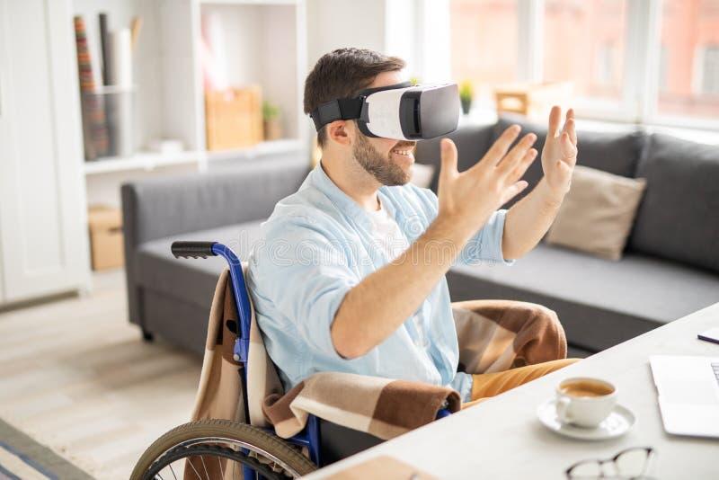 Guardando o material virtual fotos de stock