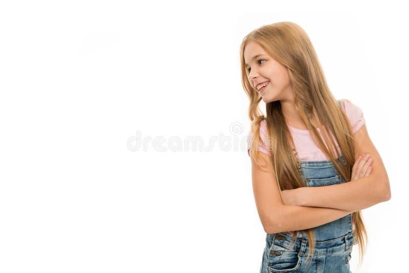 Guardando su mirada ocasional bastante Pequeño modelo con el pelo rubio Poco niño con las cerraduras largas del pelo Muchacha ado imagen de archivo libre de regalías