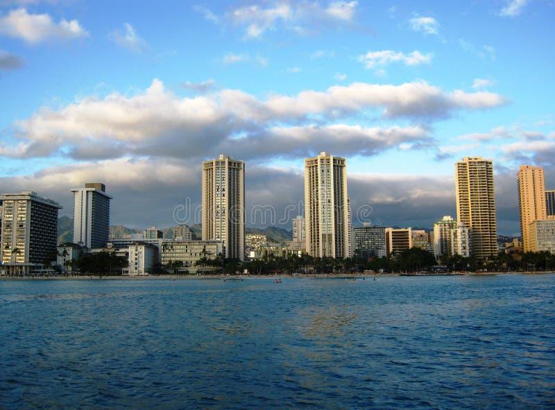 Guardando verso la spiaggia di Waikiki dal Pacifico fotografie stock libere da diritti