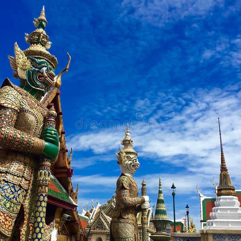 Guardas de Bangkok, palacio magnífico foto de archivo libre de regalías