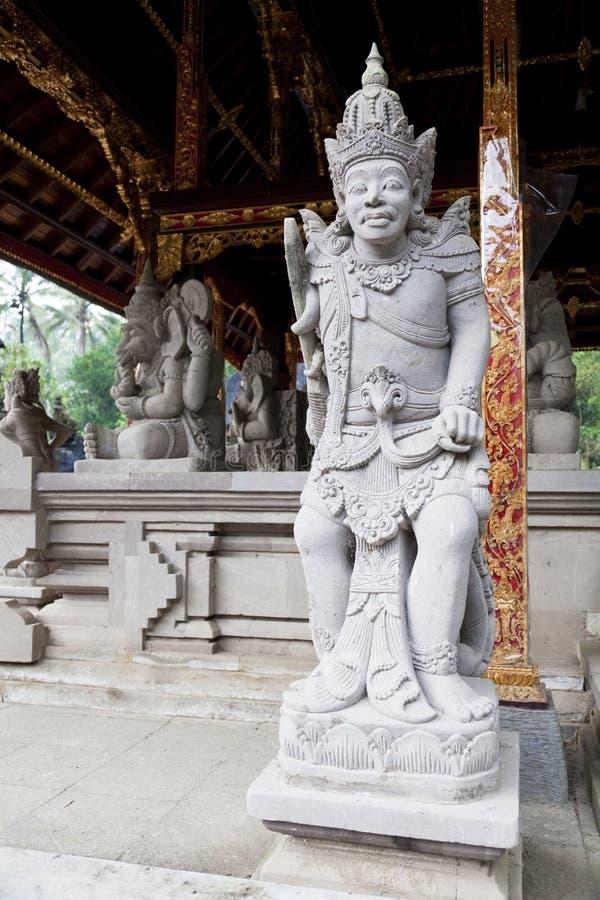 Guardas de piedra en Tirtha Empul, Bali, Indonesia imagen de archivo