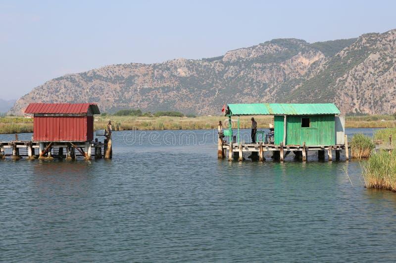 Guarde a espera em Check Point que entra antes da praia de Iztuzu fotografia de stock