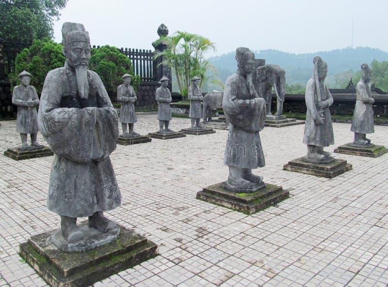Guarde las estatuas en el emperador Khai Dinh Tomb en tonalidad, Vietnam imágenes de archivo libres de regalías