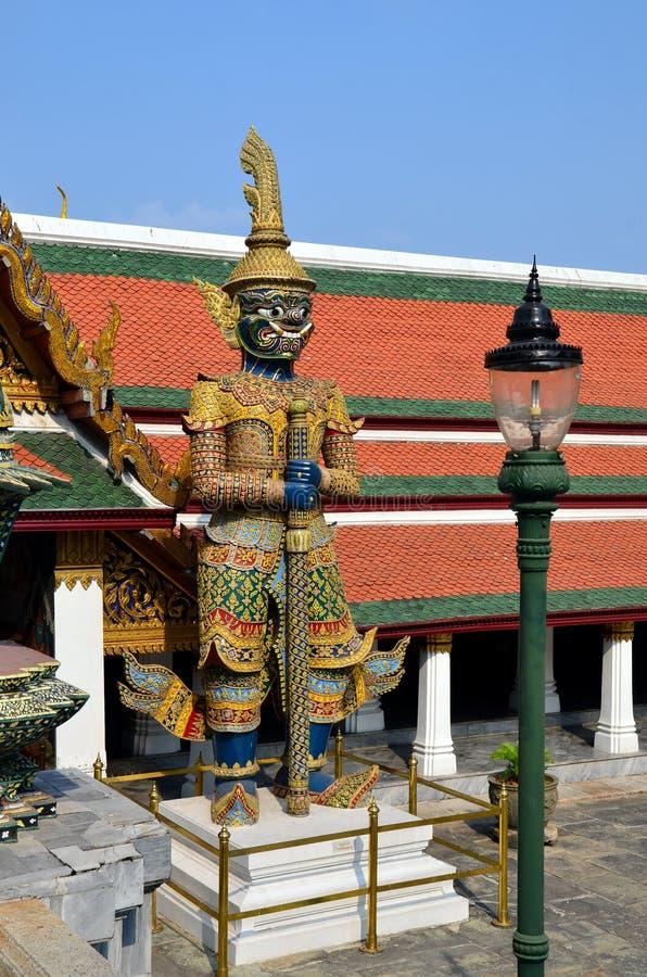 Guardião do ensino budista em Royal Palace de Banguecoque, Tailândia fotografia de stock royalty free