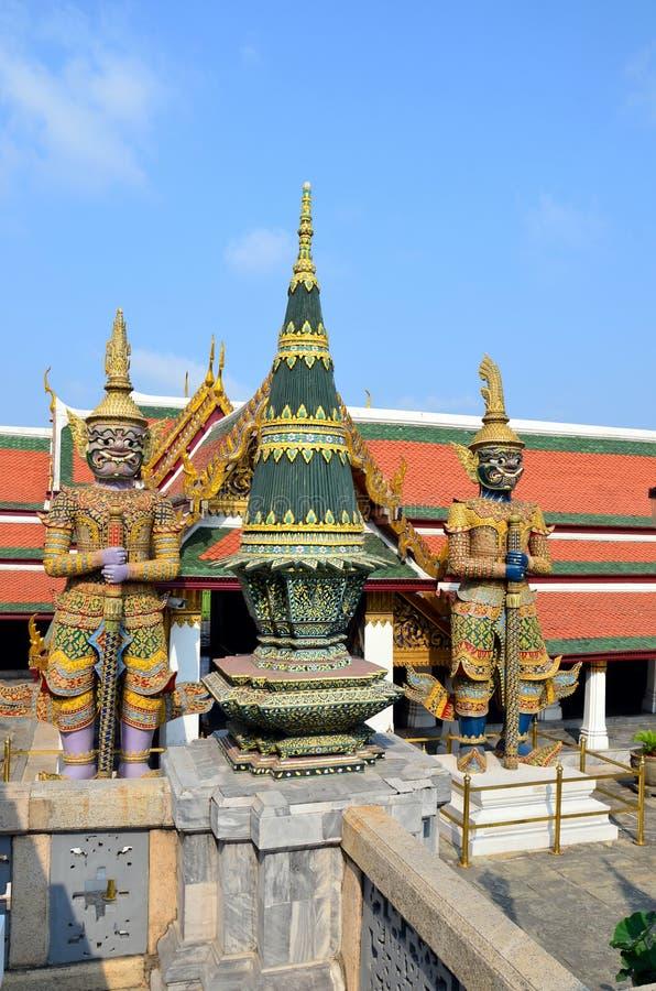 Guardião do ensino budista em Royal Palace de Banguecoque, Tailândia imagem de stock