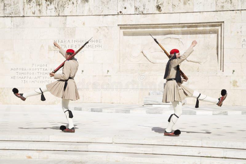 Guardia davanti al Parlamento greco, maggio 2014 atene fotografia stock libera da diritti