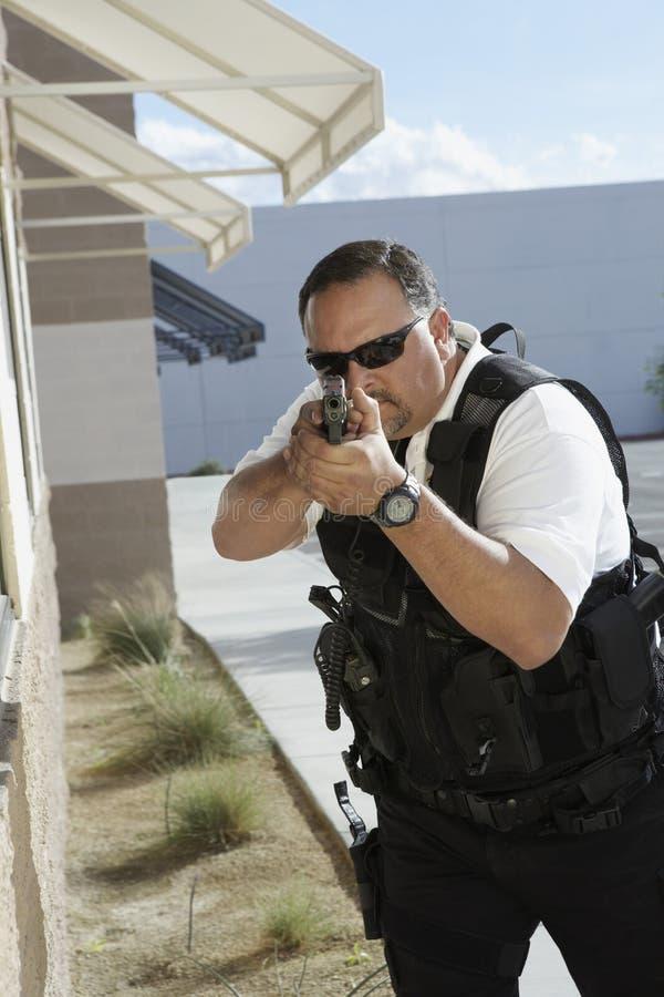 Guardia de seguridad Aiming With Gun fotos de archivo libres de regalías
