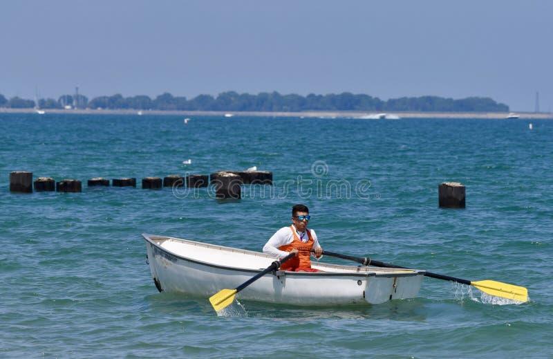 Guardia de vida en el lago Michigan imagenes de archivo