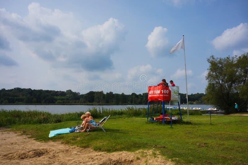 Guardia de vida por un lago foto de archivo libre de regalías
