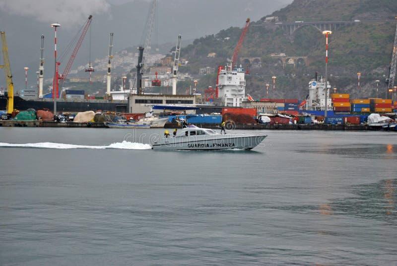 Guardia di Finanza nel porto di Salerno immagini stock