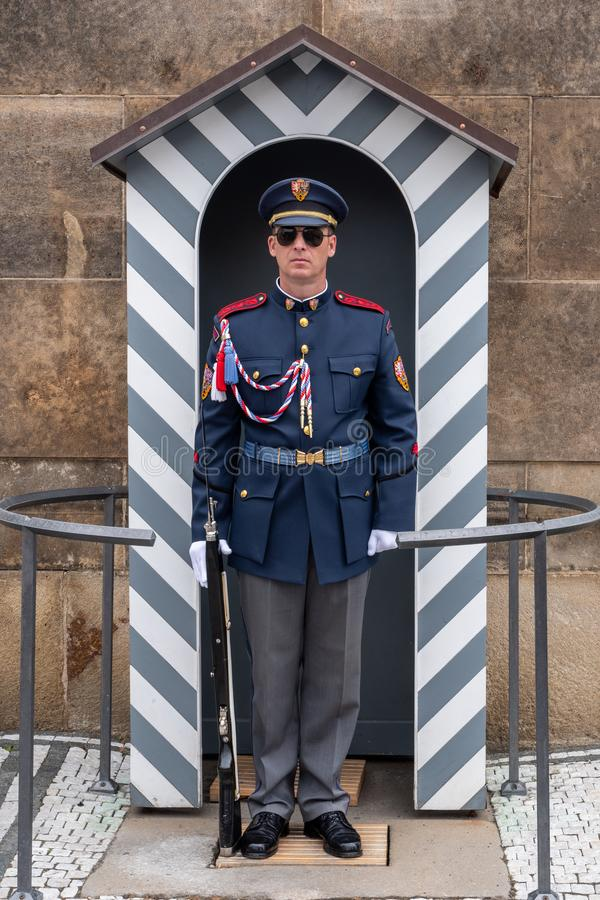 Guardia en el castillo de Hradschin en Praga fotos de archivo libres de regalías