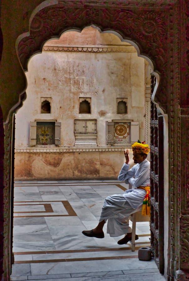 Guardia en el castillo en Jaipur imagen de archivo libre de regalías