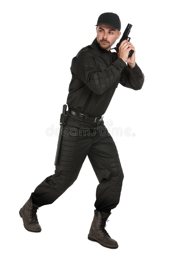 Guardia giurata maschio dentro con la pistola su fondo bianco immagini stock