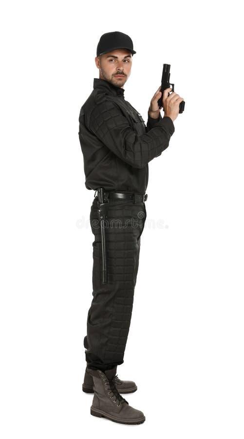 Guardia giurata maschio in pistola uniforme su fondo bianco fotografie stock libere da diritti