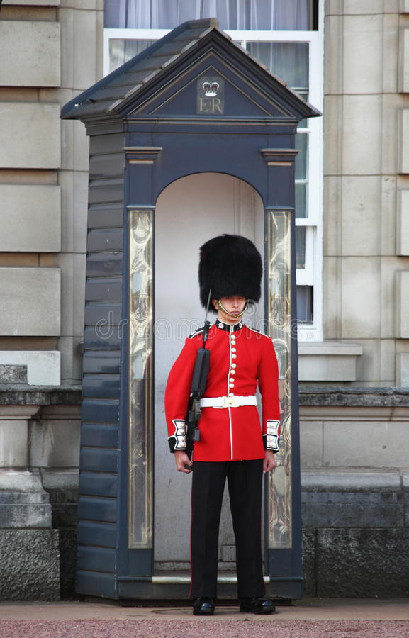Guardia real en Buckingham Palace foto de archivo