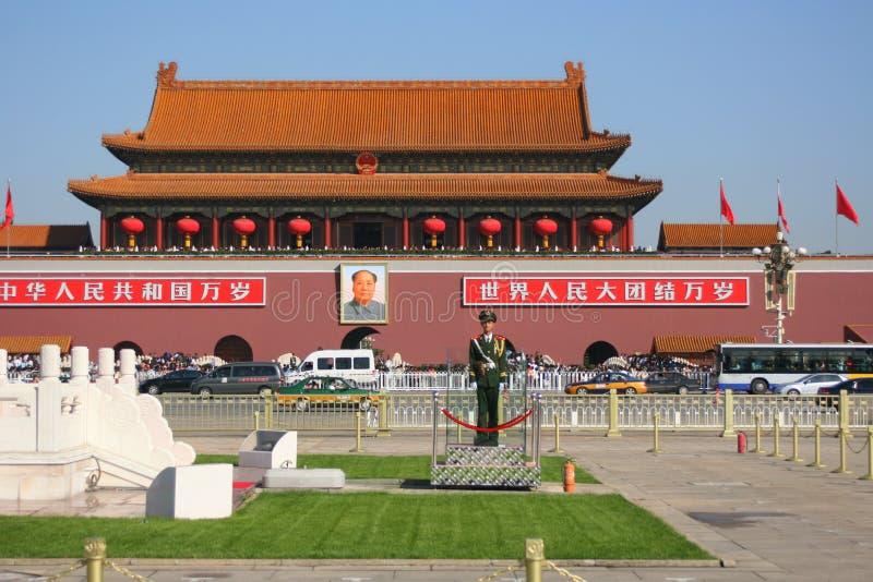Guardia in servizio in piazza Tiananmen fotografie stock