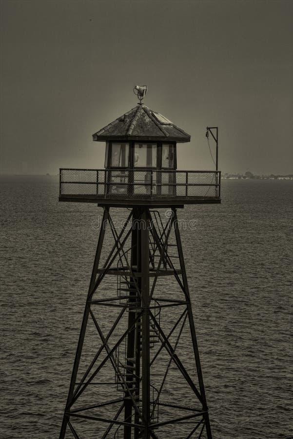 Guardia Tower en la cárcel Ahora-cerrada en Alcatraz imágenes de archivo libres de regalías