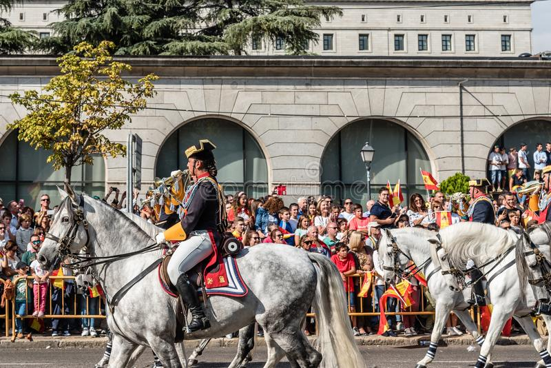 Guardia-Zivilkavallerie, die in spanische Nationaltag-Armee Para marschiert stockfoto