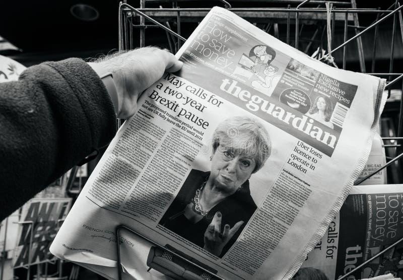 The Guardian sobre Brexit y Theresa May imagen de archivo